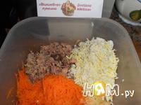 Приготовление салата с тунцом,яйцом и огурцом: шаг 3