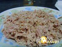 Приготовление салата с тунцом, яйцом и сыром: шаг 2