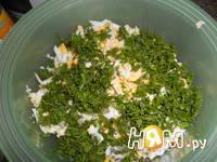 Приготовление салата с яйцом, сыром и кукурузой: шаг 3