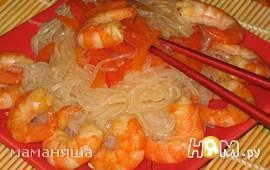 Рисовая лапша с овощами и креветками