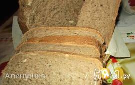 Черный хлеб с маринованным чесноком
