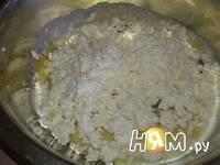 Приготовление запеканки из творога с черносливом: шаг 3