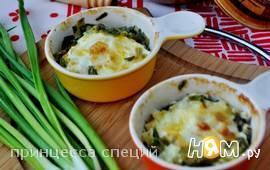 Яйца с зеленым луком в горшочках по-болгарски