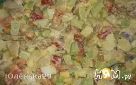 Салат из авокадо с кальмарами