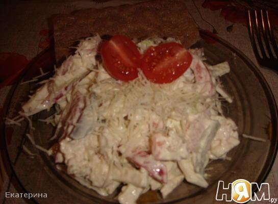 Салат с курицей и кольраби