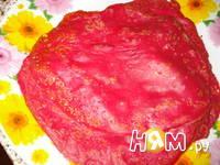 Приготовление свекольных блинов с красной рыбой: шаг 2