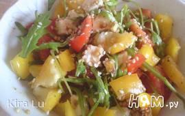 Салат с помидорами, перцем и брынзой