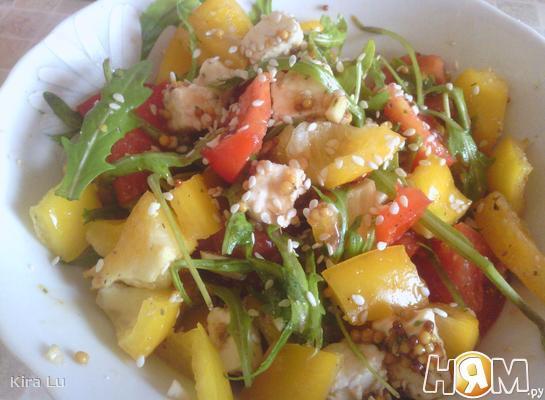 Рецепт Салат с помидорами, перцем и брынзой