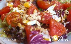 Салат с грейпфрутом, сыром фета и орехами