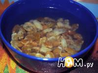 Приготовление блинов с орехами: шаг 2