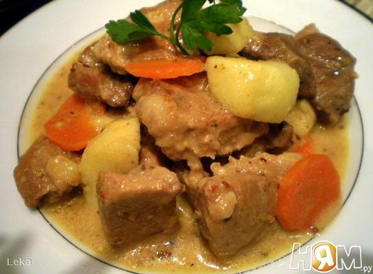 Рецепт Свинина в яблочно-сметанном соусе