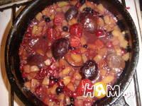 Приготовление блинов с фруктами: шаг 3