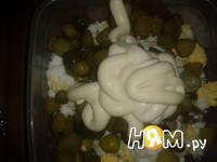 Приготовление салата из трески с яйцом: шаг 6
