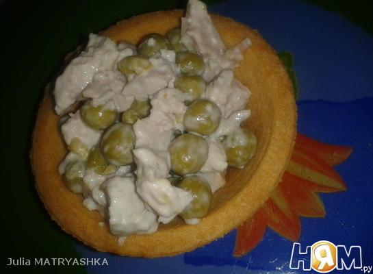 Салат из свинины с горошком в тарталетках