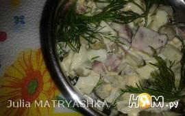 Салат из копченого языка с зеленым горошком