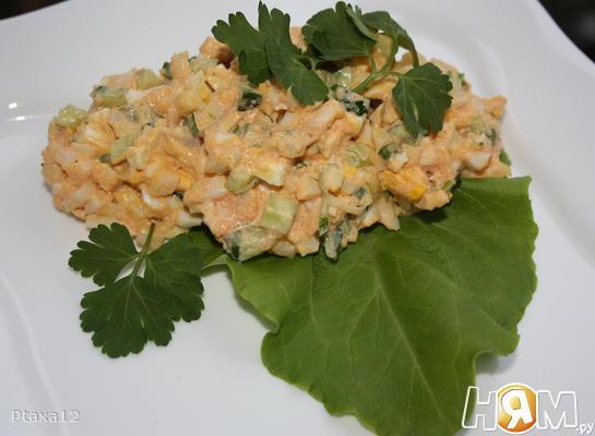 Рецепт Салат с кальмаром и икрой мойвы