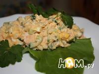 Приготовление салата с кальмаром и икрой мойвы: шаг 3