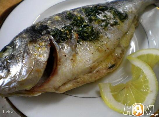 Рецепт Дорада, запеченная в лимонно-чесночном масле