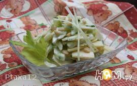 """Салат с сельдереем и яблоком """"Вегетерия"""""""