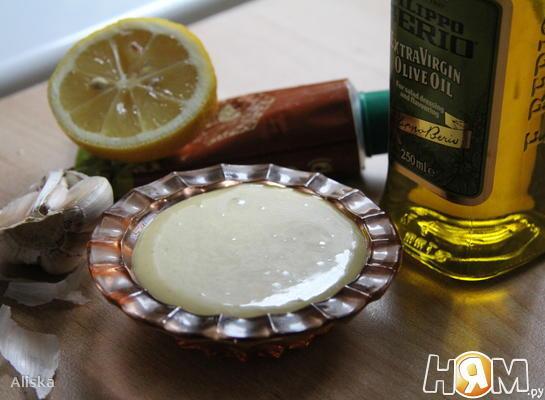 Заправка для салатов с чесноком и горчицей