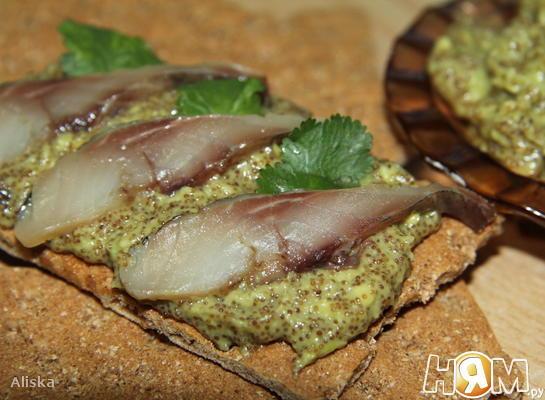 Паста бутербродная из авокадо и селедочной икры