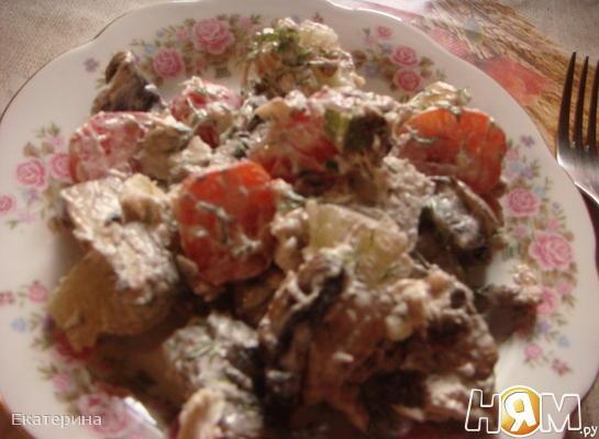 Картофельный салат с курицей и овощами
