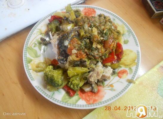 Карась запеченный с овощами