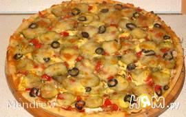 Пицца с курицей и соленым огурцом