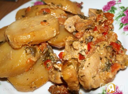 Курица под сливочным соусом в мультиварке