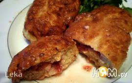 Мясные зразы с клубникой и сыром фета