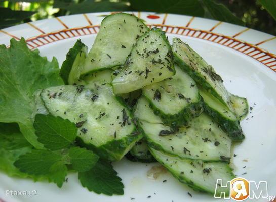 Салат огуречный с мятой