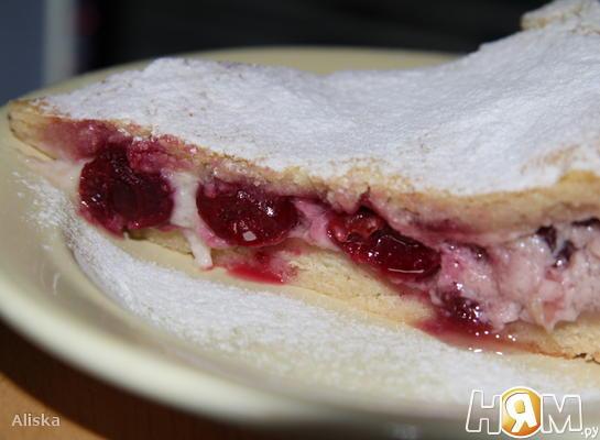 Баскский пирог с вишнями