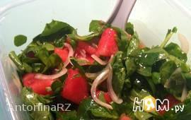 Салат из арбуза и рукколы