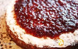 Бисквит с красной смородиной