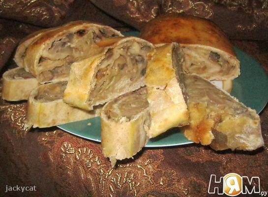 Рулет с начинкой из баклажанов и грибов