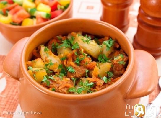 Горшочки с мясом и картофелем.