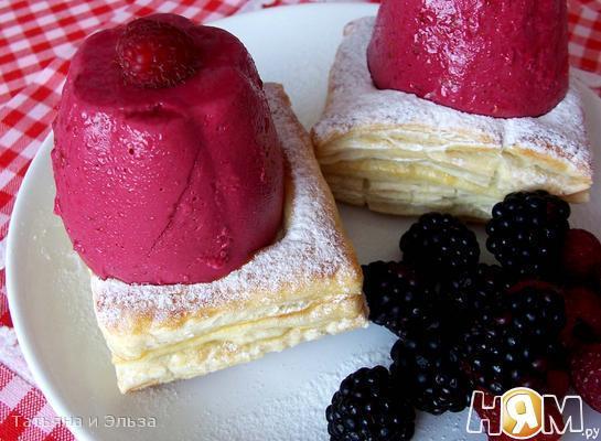 Рецепт Желе из лесных ягод на слоеной подушке