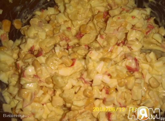 Рецепт Салат с крабовыми палочками, ананасами и кукурузой