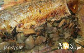 Форель, запеченная в гриле с грибным соусом