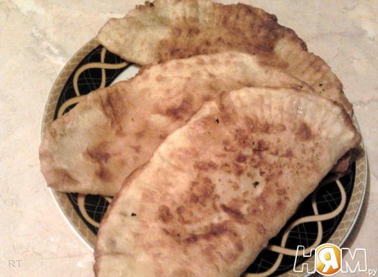 Рецепт Чебуреки с мясом, сыром и помидорами