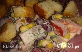 Салат с фасолью, ветчиной и кукурузой