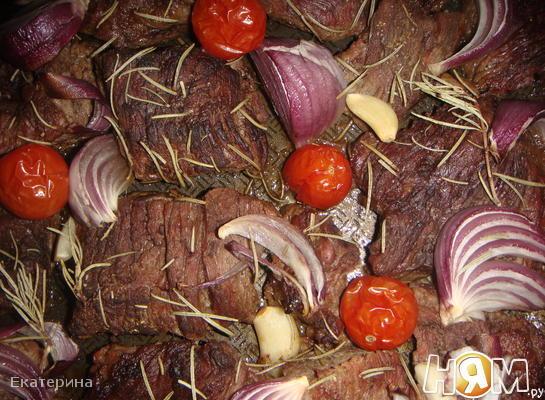 Говядина,запеченная с овощами вином