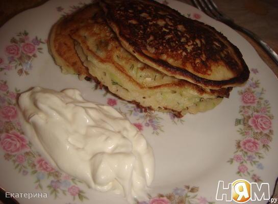 Сливочные оладьи с кабачками,зеленью и сыром