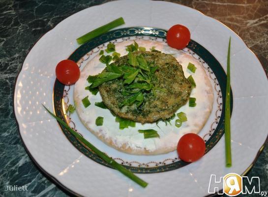 Омлет из перепелиных яиц со шпинатом на лепешке