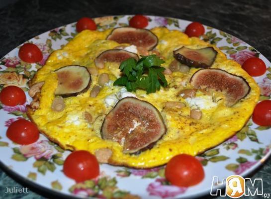 Омлет с инжиром,фетой и миндалем