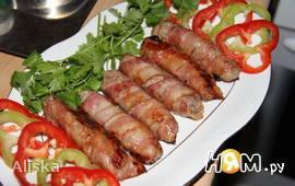 Чевапчичи (жареные колбаски) в беконе