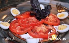 Сладкая лепешка с базиликом,фетаксой и томатами
