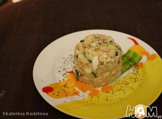Рецепт Салат с консервированной горбушей и рисом