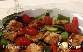 Салат с сёмгой и помидорами под гранатовым соусом