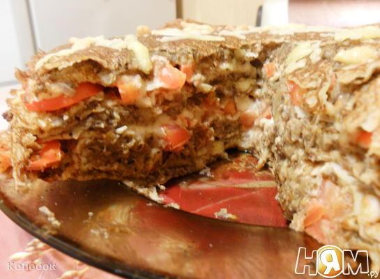 Блинная запеканка с грибами, мясом и овощами